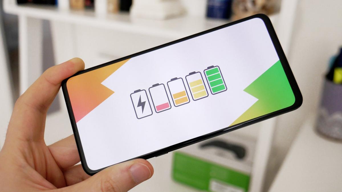 Quanto costa ricaricare la batteria dello smartphone? Circa 4,50€ l'anno!