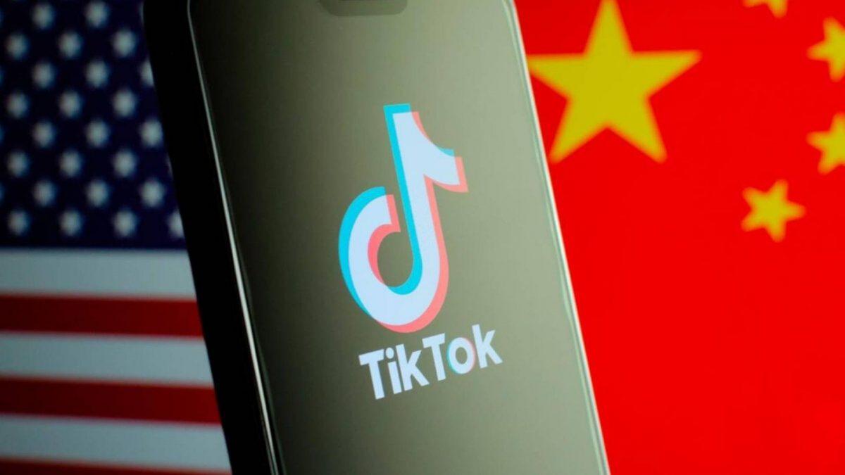 Tutti contro TikTok, davvero l'app ci ruba i dati e ci spia?